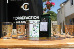 Thé vert menthe et verres